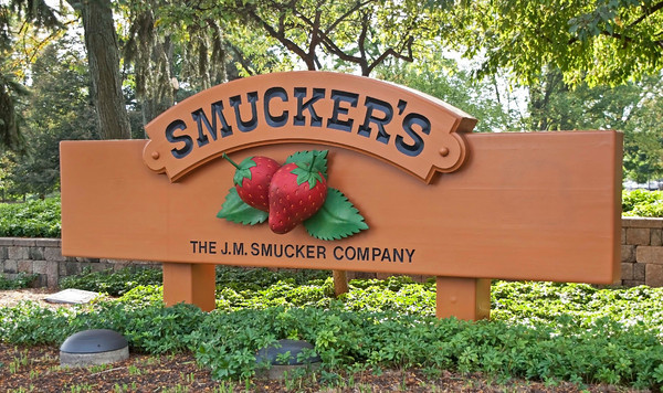 smucker's in 2011 expanding the business The celebrity chef's nutrish brand helps smucker expand into the the company known for the jam bearing its name initially stepped into the pet business in 2015.