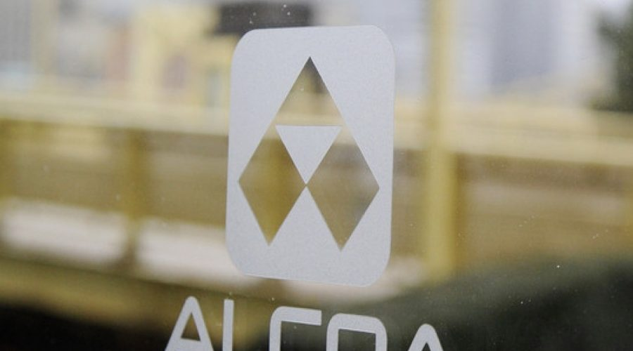 Alcoa to split into two accounts