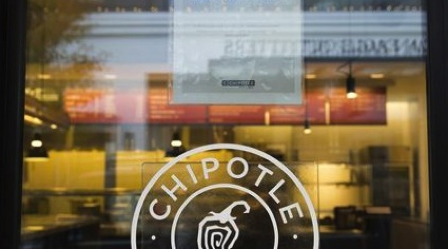 Chipotle plans marketing blitz to woo back customers