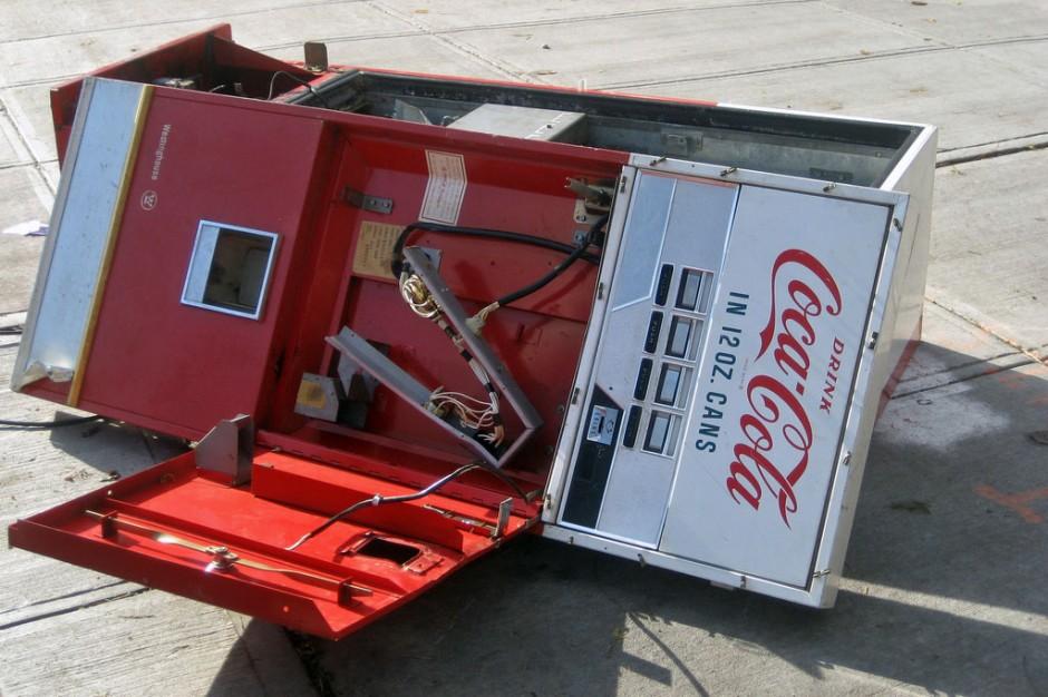 broke-coke-machine-940x626