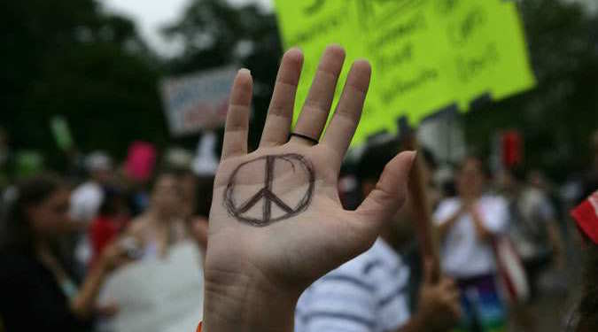 Peace sign contest: Winner gets €1,000 & tons of press